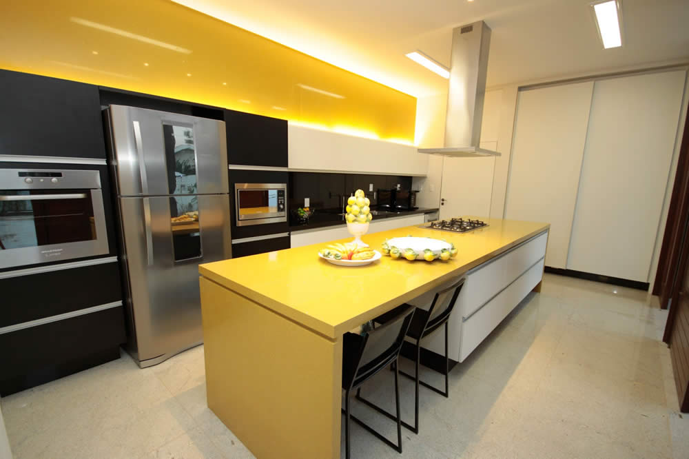 Quartz Pure Yellow